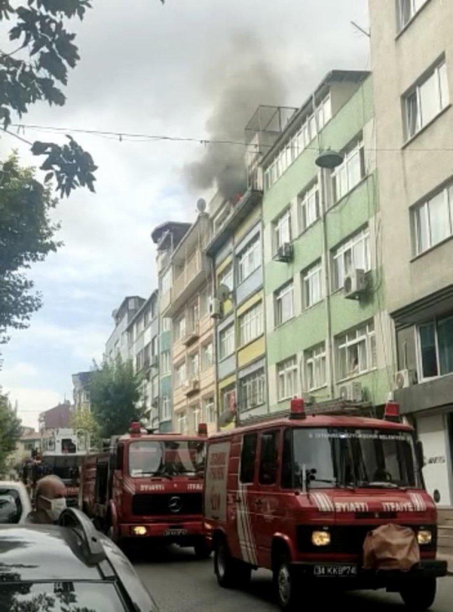 Fatih'te yangında mahsur kalan demans hastası kadını ekipler kurtardı #2