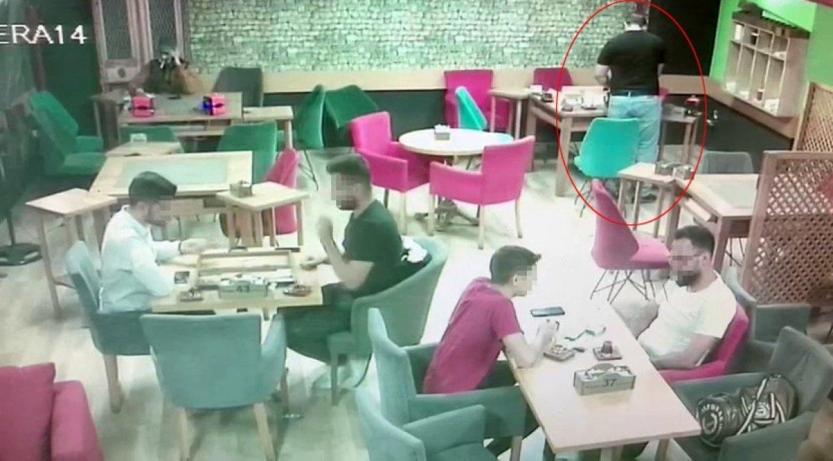 Esenyurt'ta, internetten tanıştığı kadının parasını çaldı, hesabını ödedi  #1