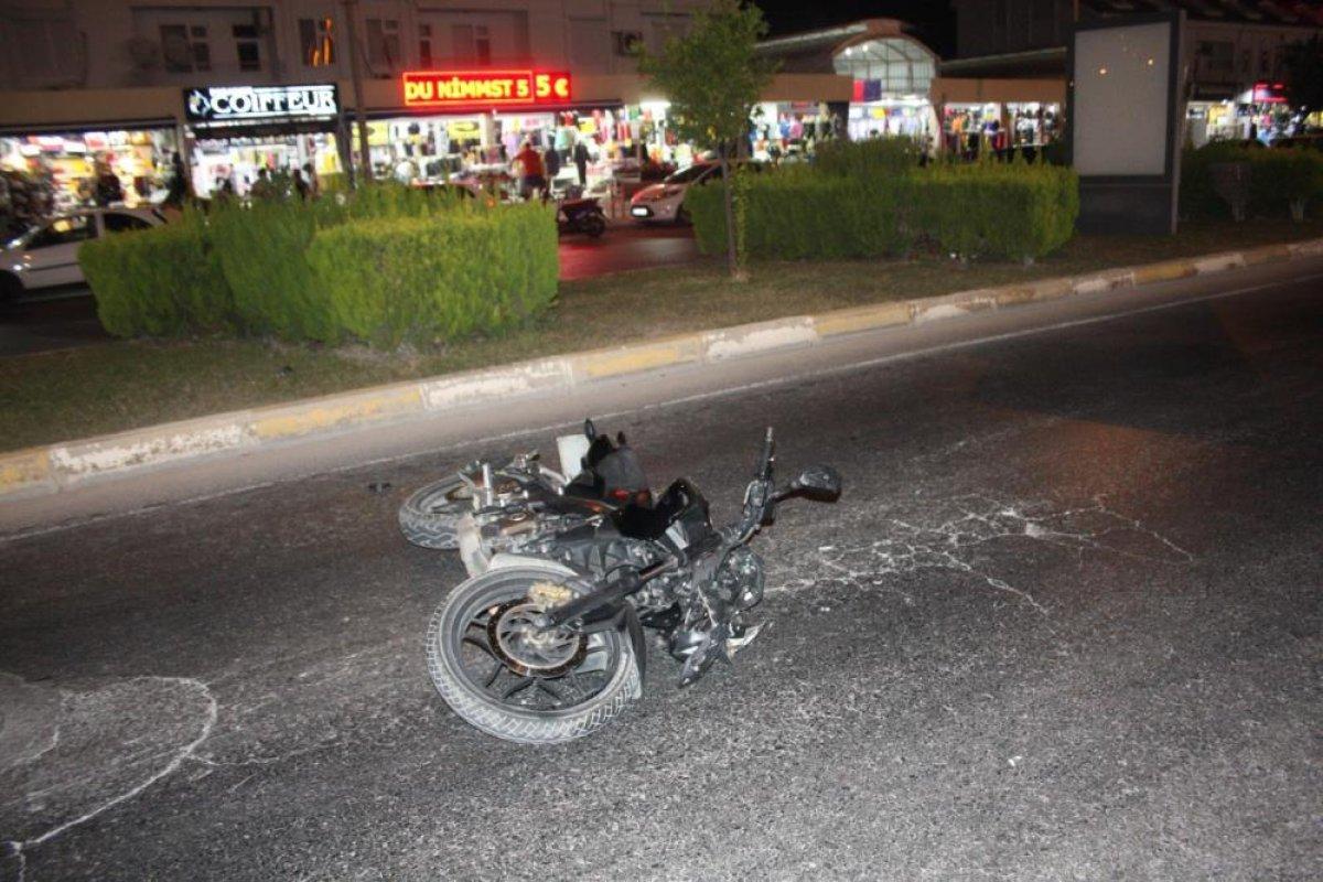 Antalya da aşırı hızla seyir eden motosiklet sürücüsü, Alman turistlere çarptı #5
