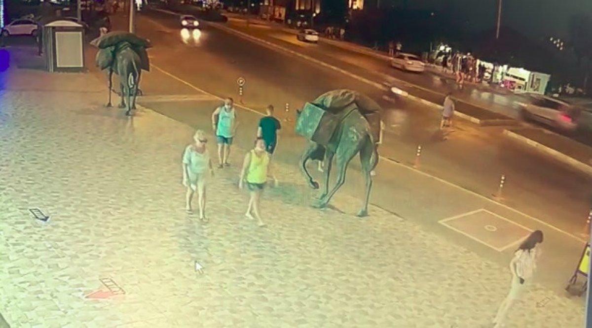 Antalya da aşırı hızla seyir eden motosiklet sürücüsü, Alman turistlere çarptı #2