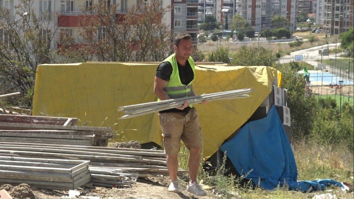 Edirne de okul müdürü, öğrencilerine ayakkabı almak için inşaatta çalışıyor #1