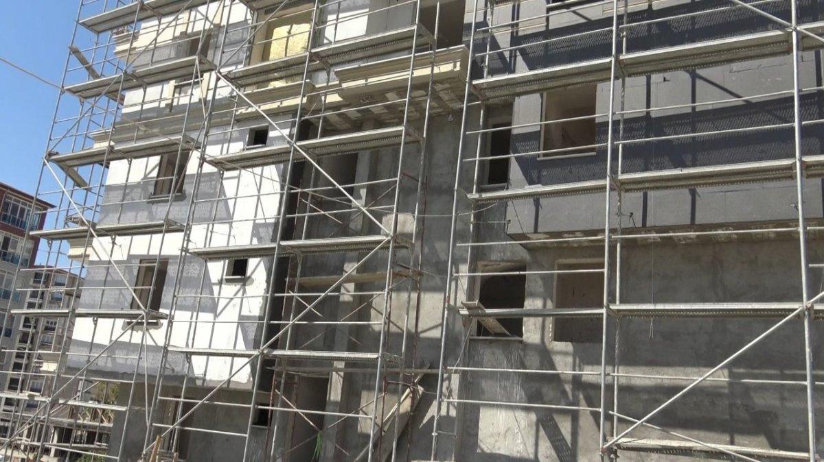 Edirne de okul müdürü, öğrencilerine ayakkabı almak için inşaatta çalışıyor #5