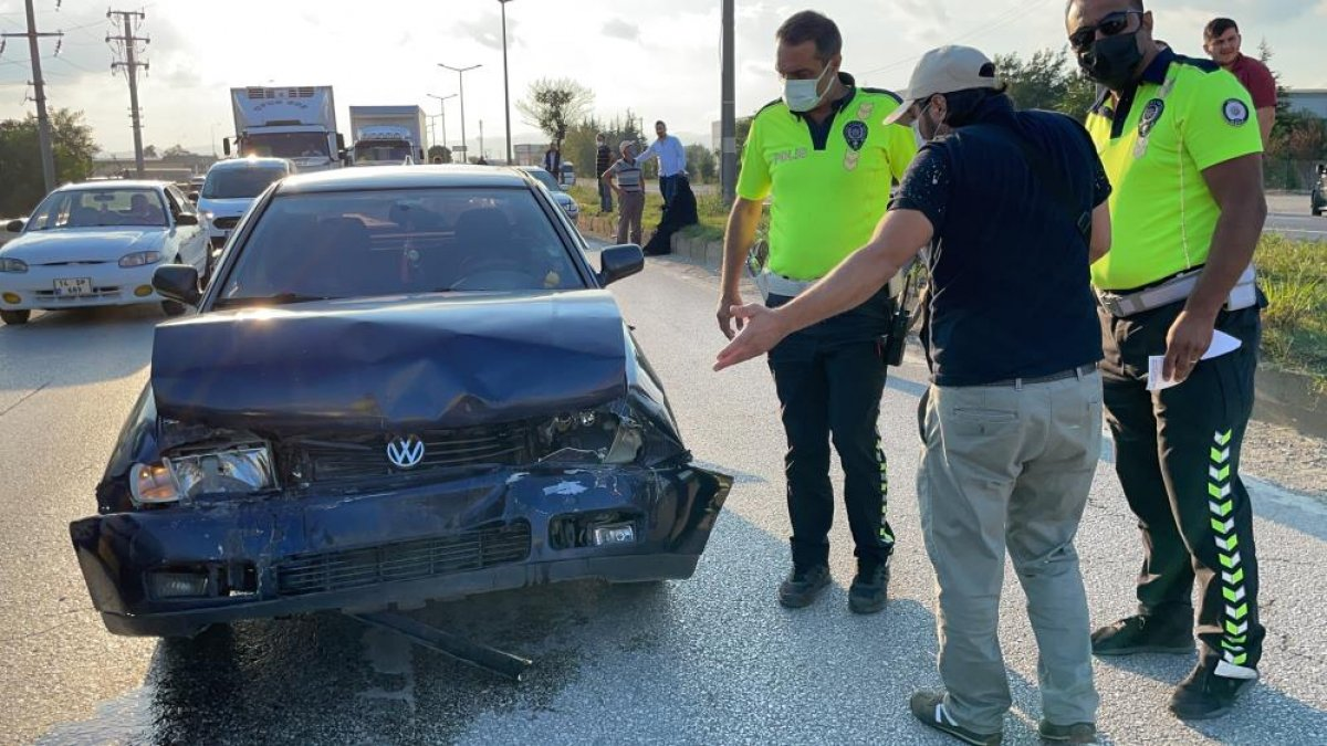 Düzce de yaşanan kazada tıkanan yol, başka kazaya neden oldu: 6 araç hasarlı  #6