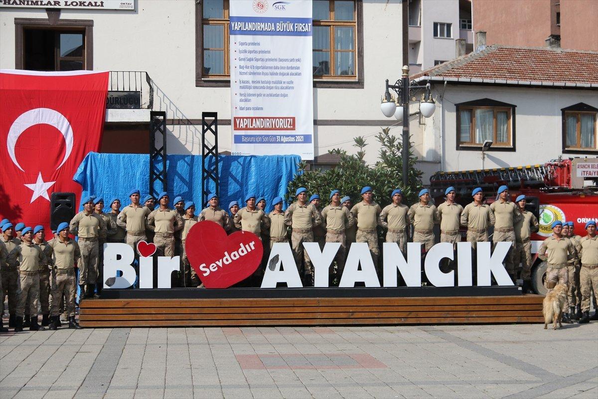 Sinop ta görev yapan komandolar ilçeden alkışlarla uğurlandı #3