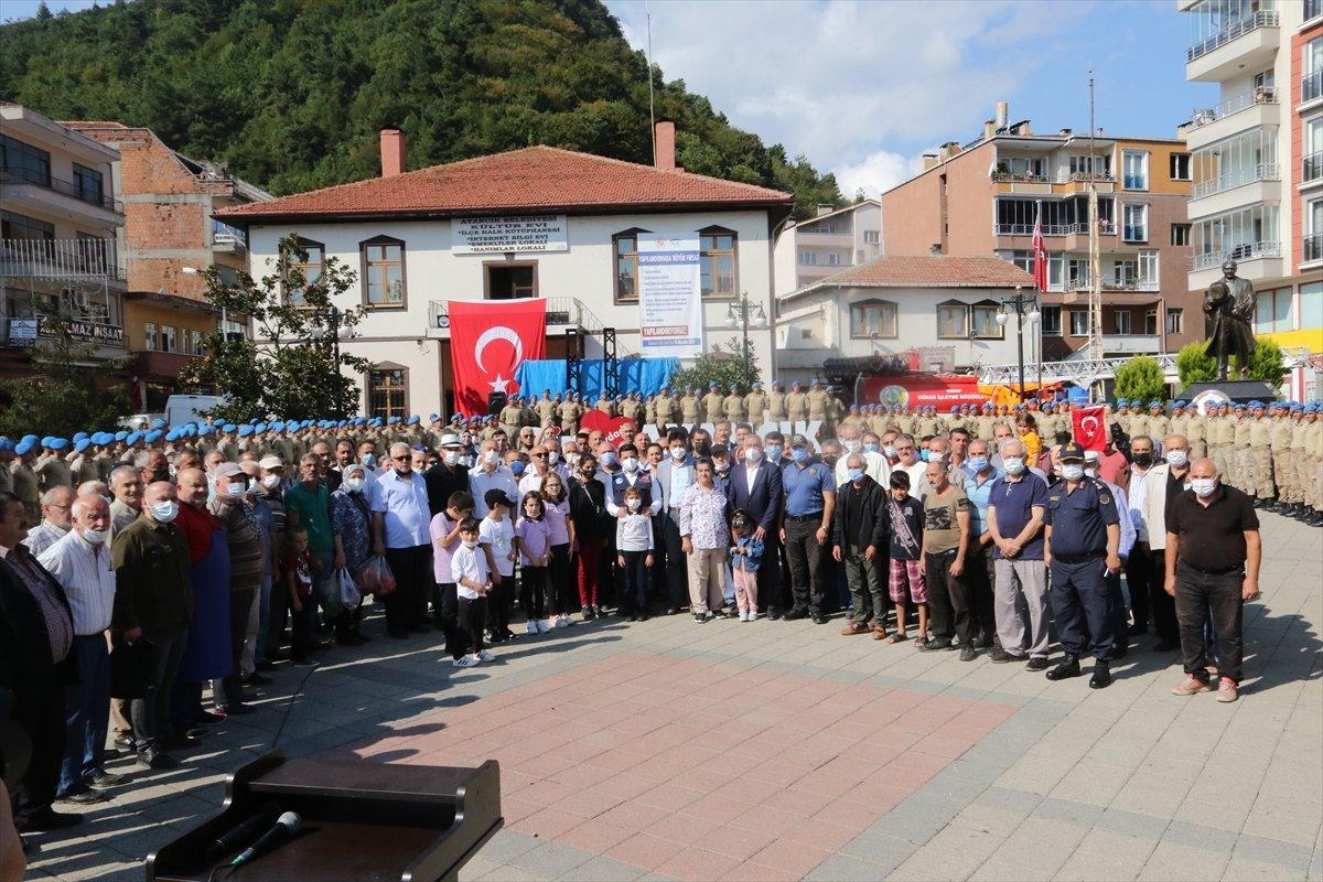 Sinop ta görev yapan komandolar ilçeden alkışlarla uğurlandı #4