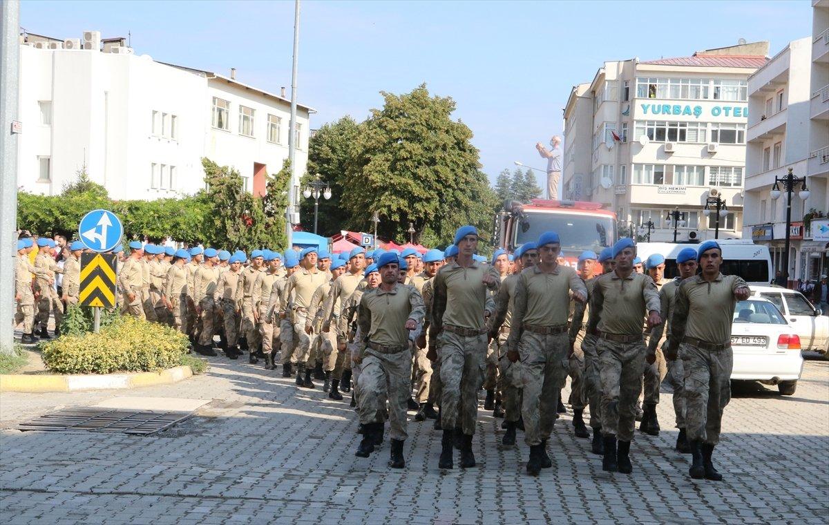 Sinop ta görev yapan komandolar ilçeden alkışlarla uğurlandı #6