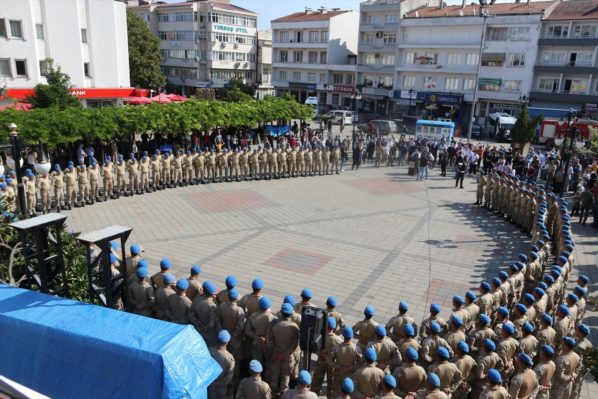 Sinop ta görev yapan komandolar ilçeden alkışlarla uğurlandı #5