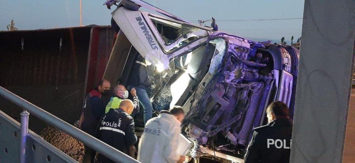 Çorum da üst geçide çarparak sürüklenen tırın sürücüsü hayatını kaybetti #7