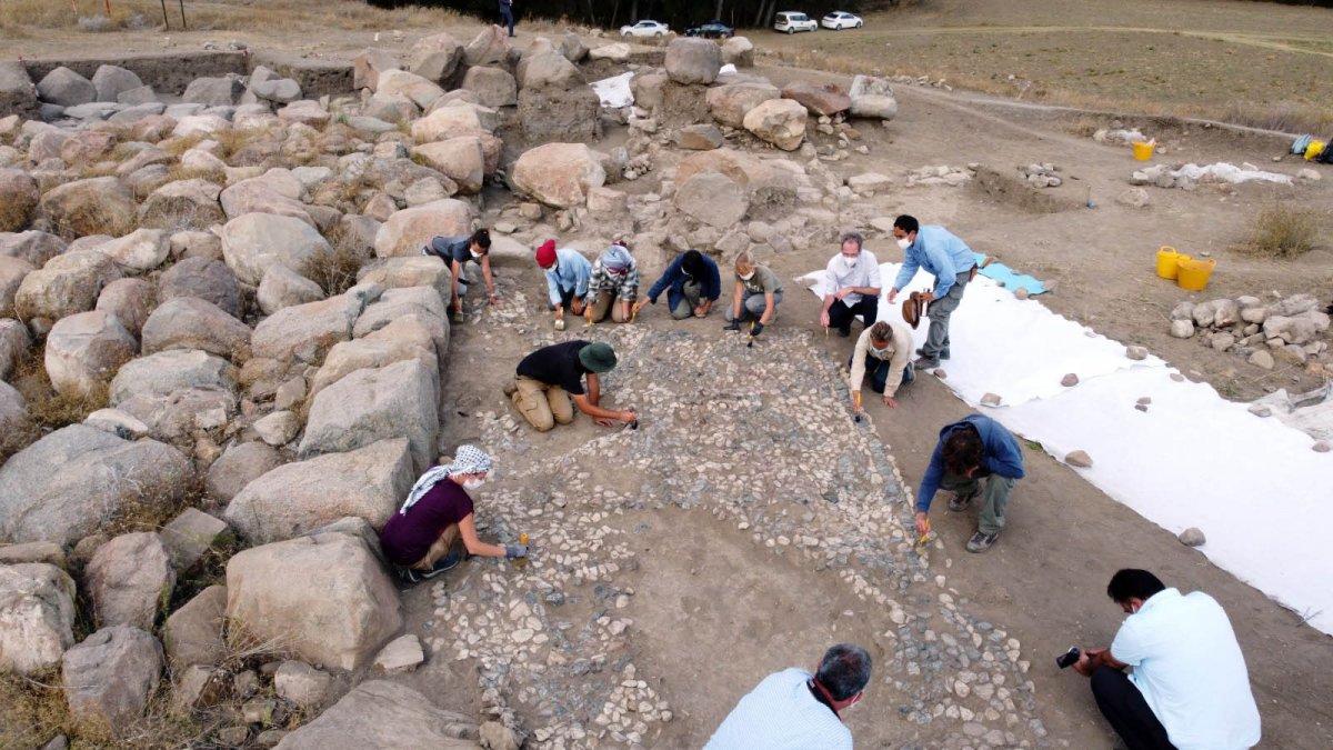Dünyanın bilinen en eski mozaiği Yozgat'ta bulundu #3