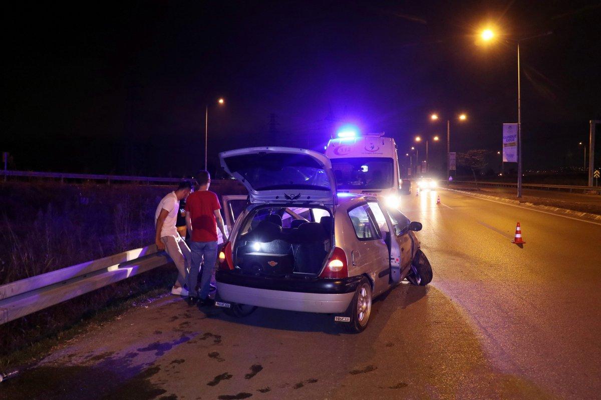 Sakarya da kaza yapan alkollü sürücü hastaneye gitmeyi reddetti #1