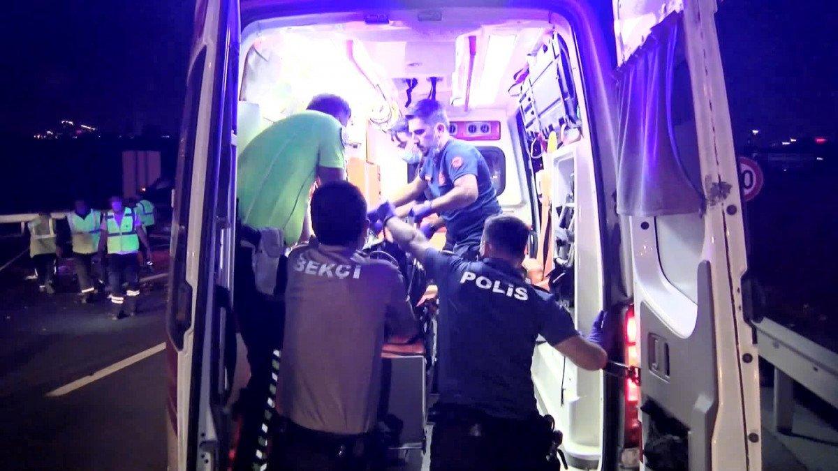 Kuzey Marmara Otoyolu nda kaza yapan sürücüye yardım için gelenlere otomobil çarptı #4