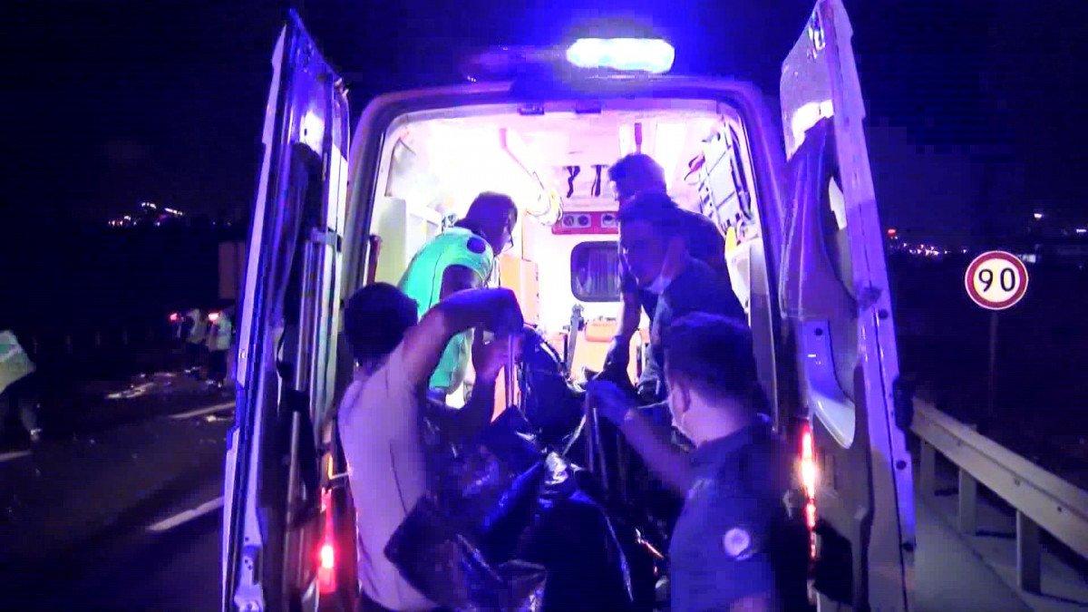 Kuzey Marmara Otoyolu nda kaza yapan sürücüye yardım için gelenlere otomobil çarptı #3