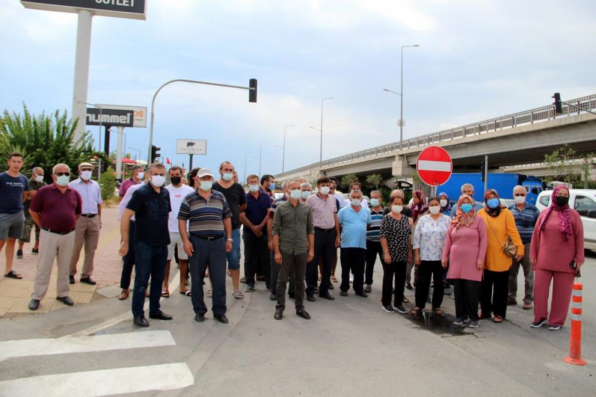 Antalyalılar yolun tek yöne düşürülmesine tepki gösterdi #5