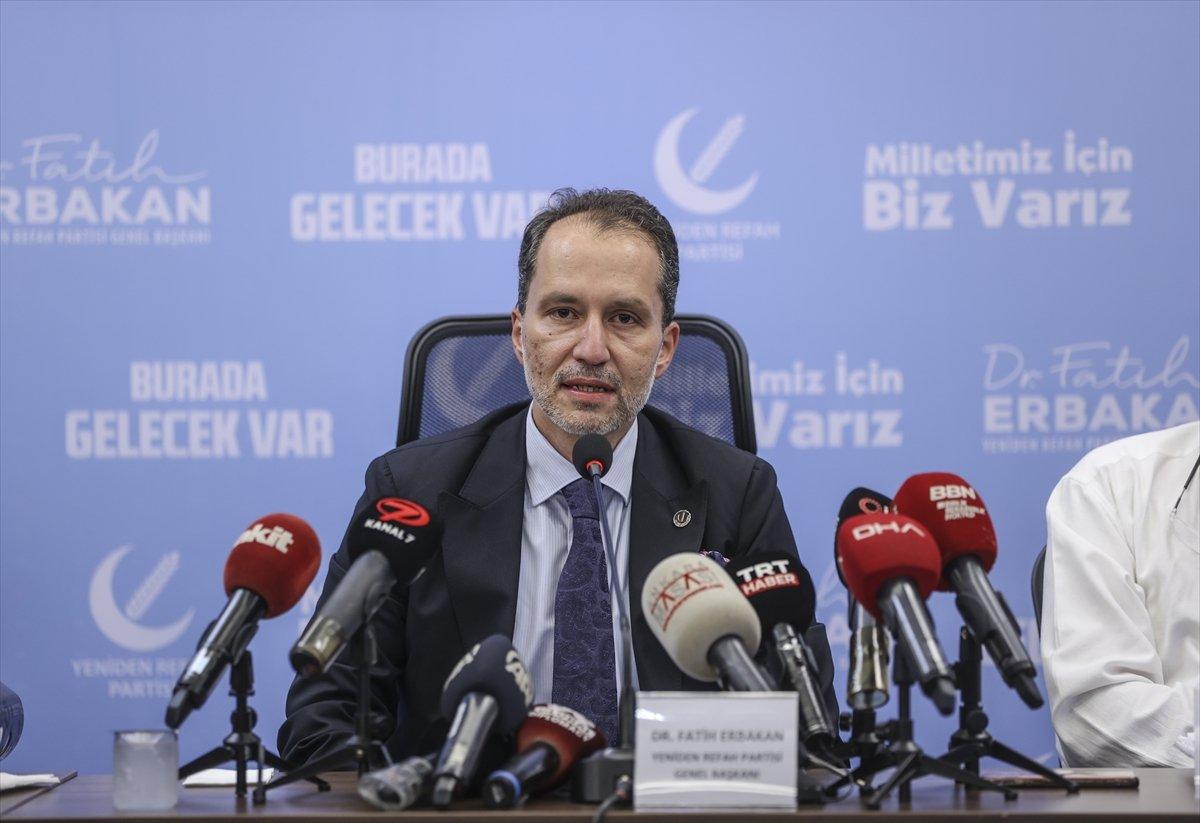 Fatih Erbakan, basın toplantısına doktorlarla çıktı #1