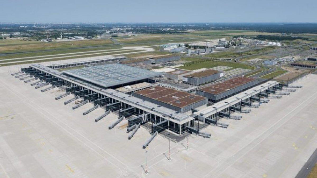 Uğur Cebeci, Berlin Havalimanı nı değerlendirdi #4