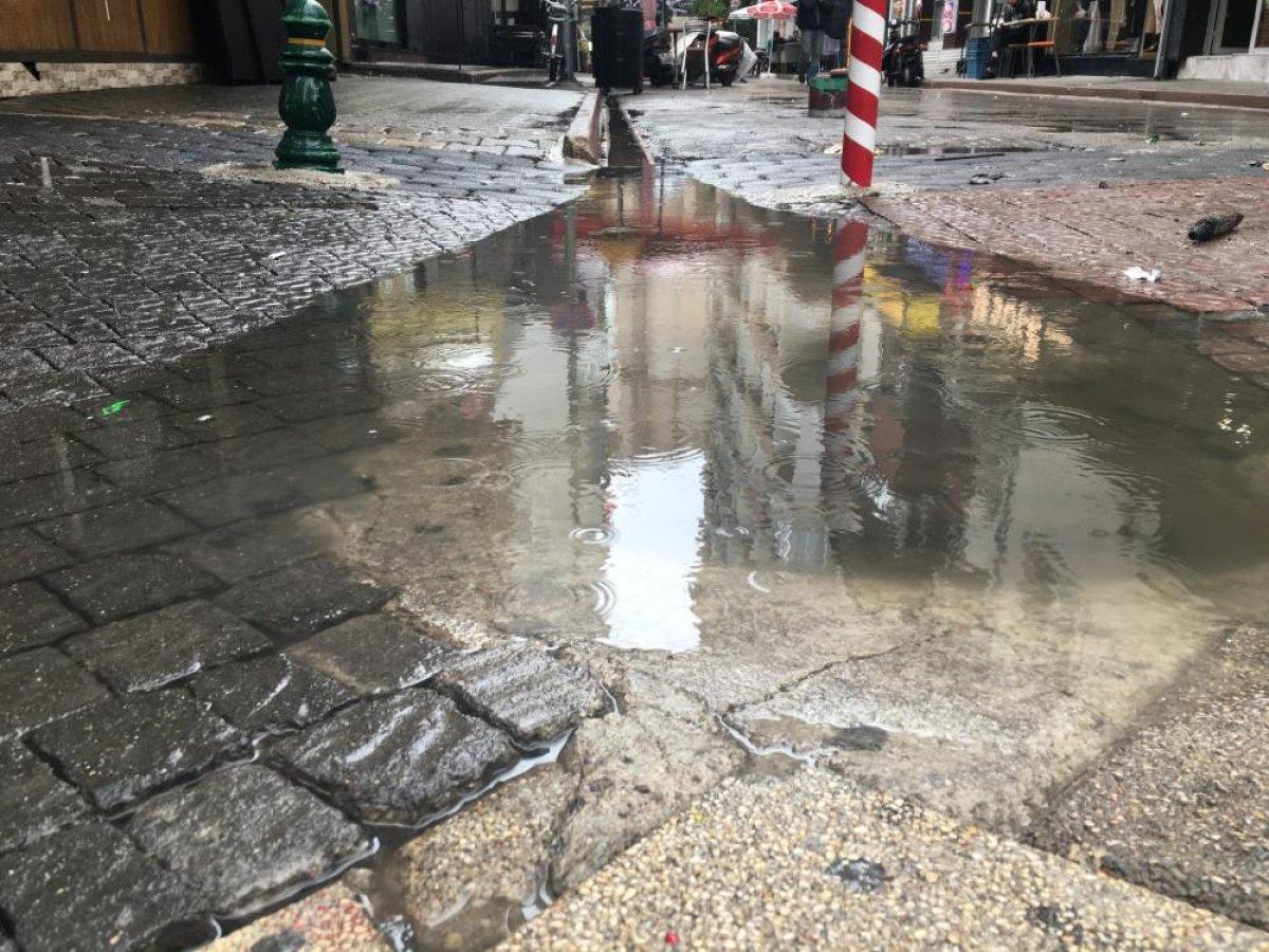 Eskişehir de sağanak yağmur esnafı mağdur etti #3