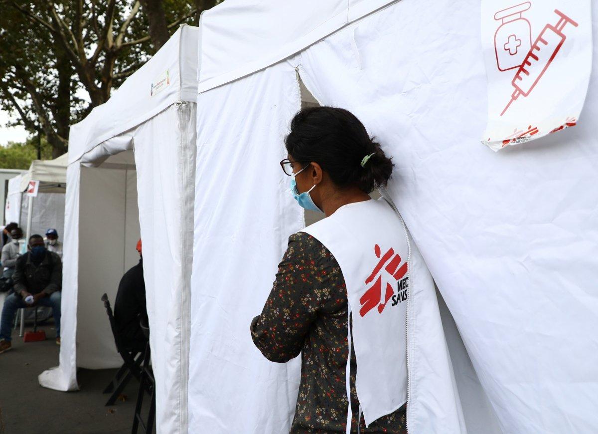 Fransa'da sağlık çalışanlarının zorunlu aşılanması başladı #2
