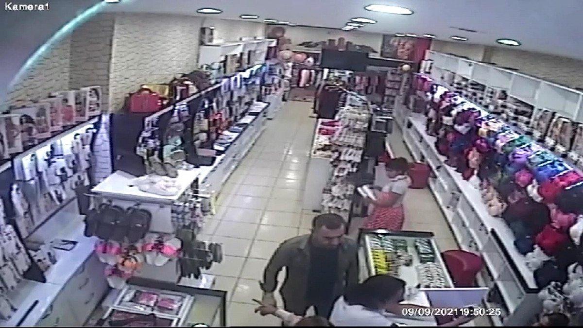 Esenler de kadın hırsız çaldığı ürünü eteğinin içine attı #1