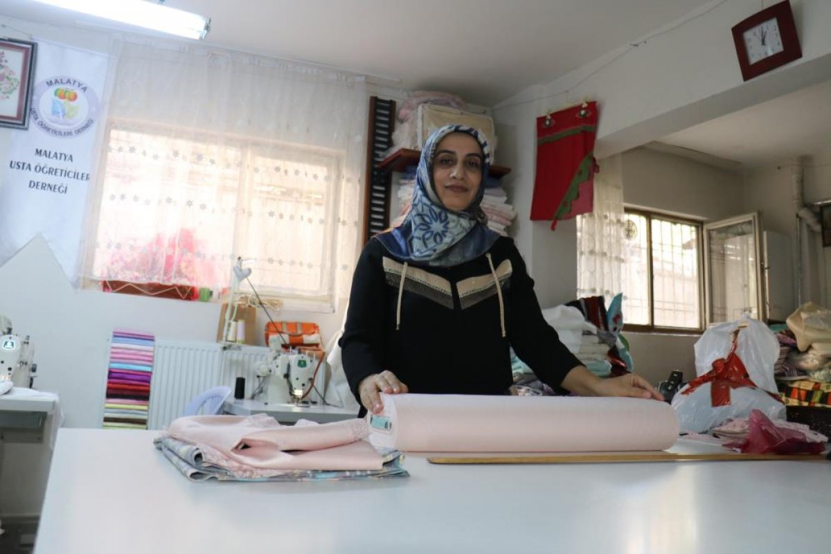 Malatya da 3 çocuğuna bakan kadın, yarım kalan eğitim hayatını tamamladı #1