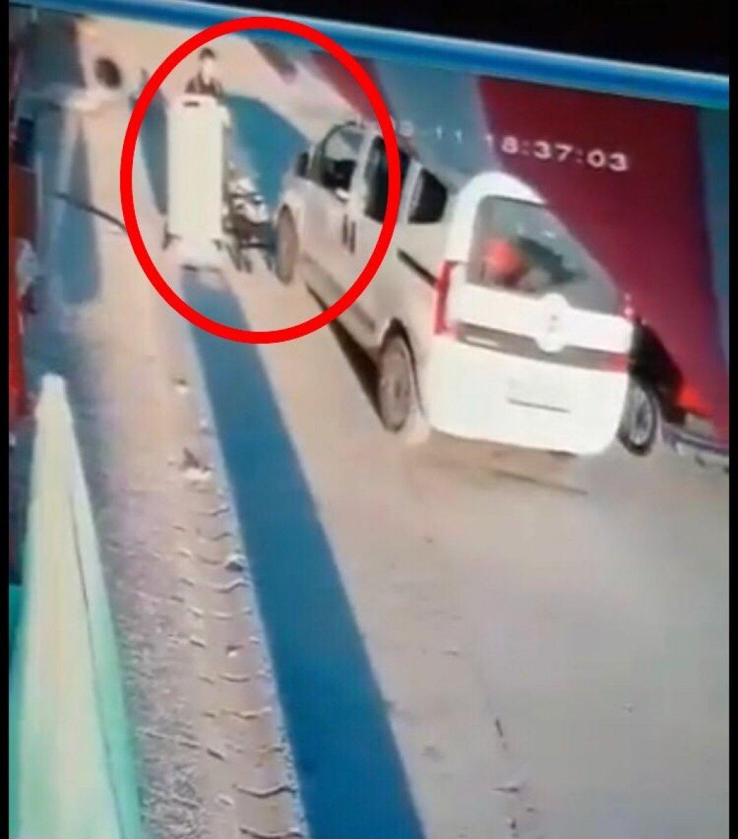 Eskişehir de seyir halindeki sürücü bebek arabasına çarptı #1