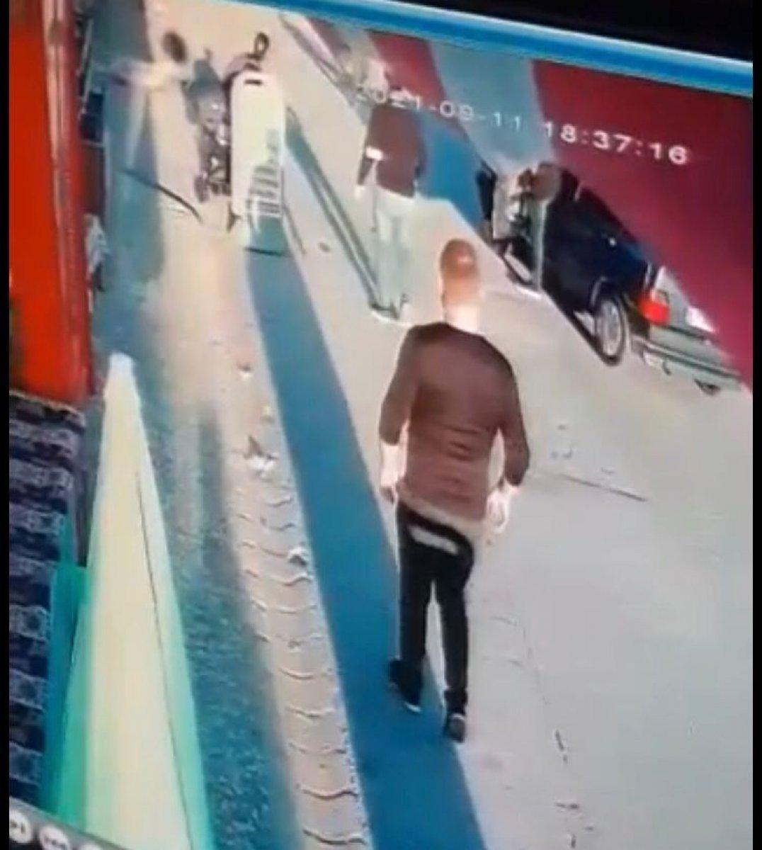 Eskişehir de seyir halindeki sürücü bebek arabasına çarptı #3