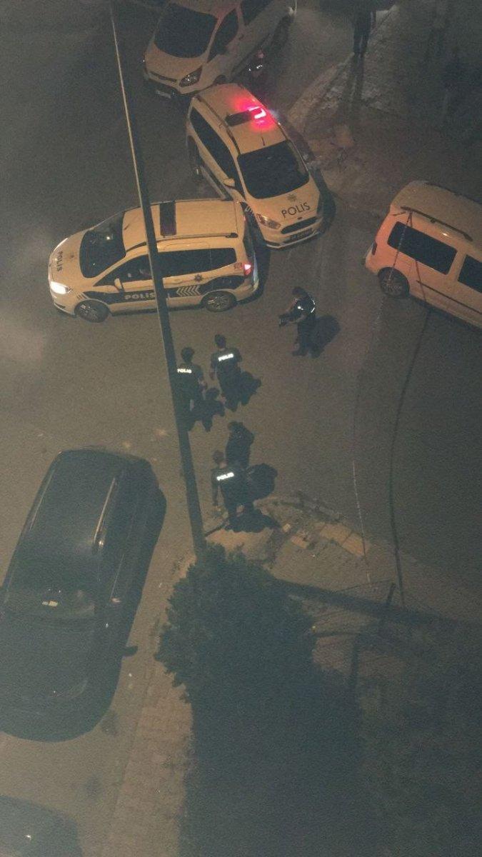 Arnavutköy'de 26 yaşındaki gence silahlı saldırı #4