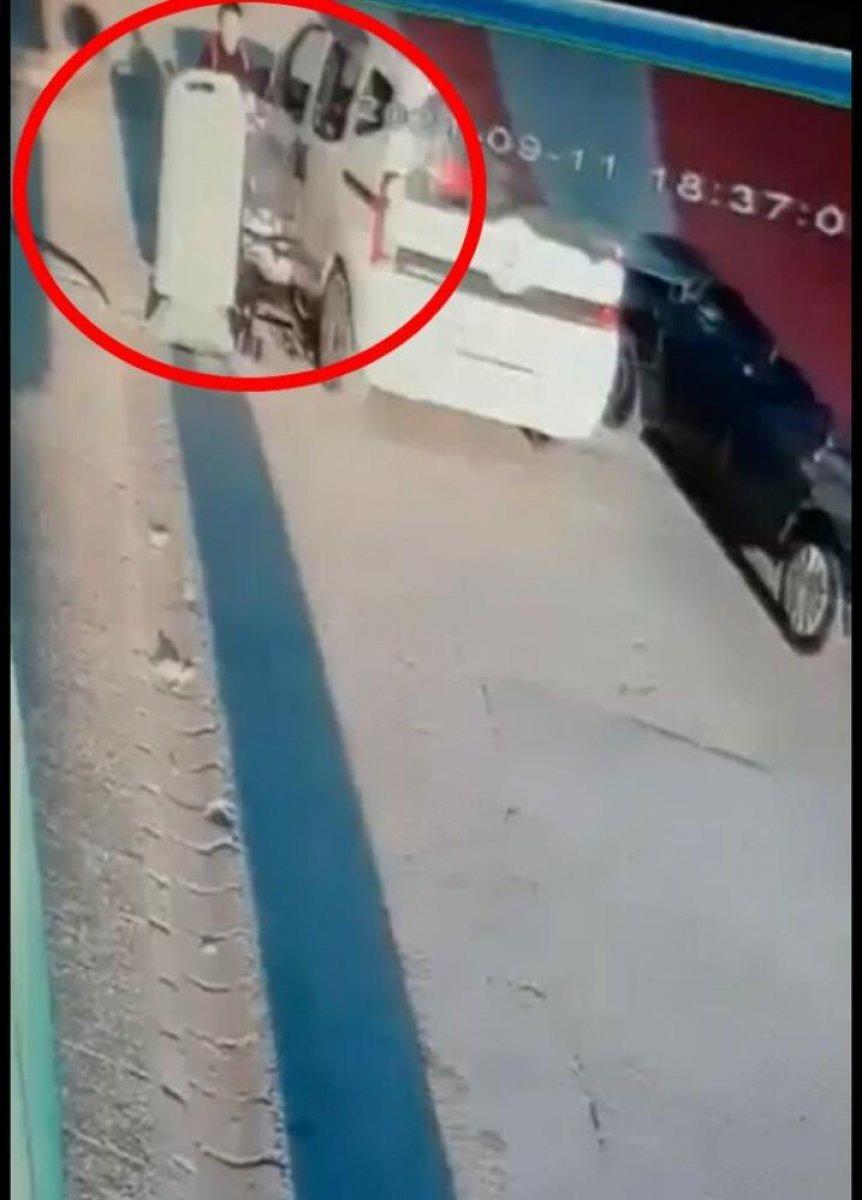 Eskişehir de seyir halindeki sürücü bebek arabasına çarptı #2