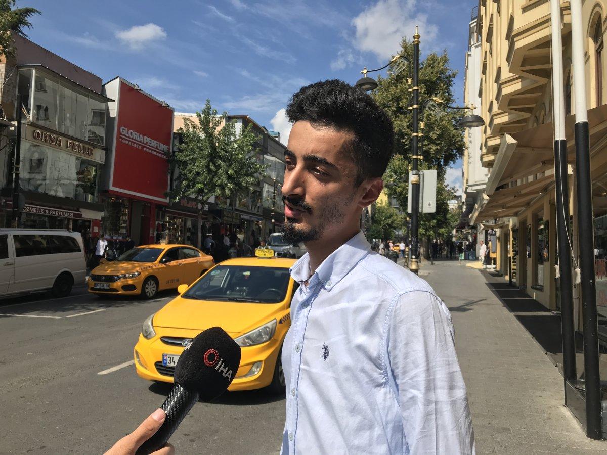 İstanbul'da taksi sürücüsü, araçta unutulan paraları sahiplerine ulaştırdı #1