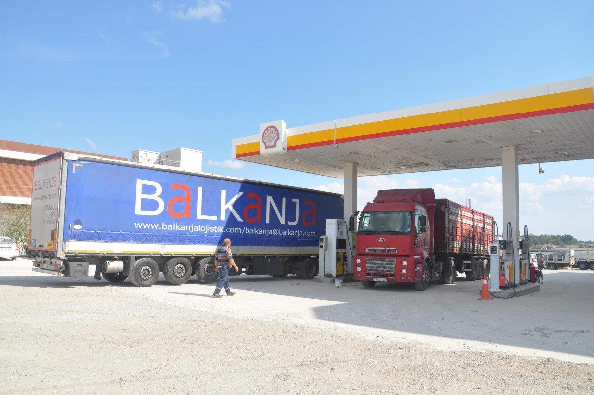 Tekirdağ'da tıra kaçak binmeye çalışan 2 göçmen, bekçiye silah çekti #7
