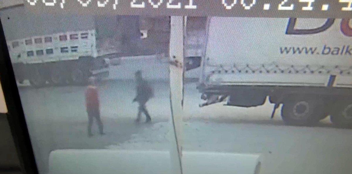 Tekirdağ'da tıra kaçak binmeye çalışan 2 göçmen, bekçiye silah çekti #4