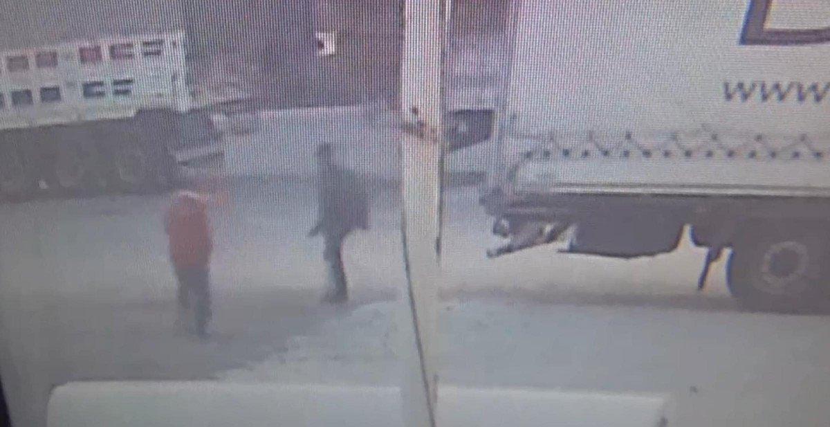 Tekirdağ'da tıra kaçak binmeye çalışan 2 göçmen, bekçiye silah çekti #1