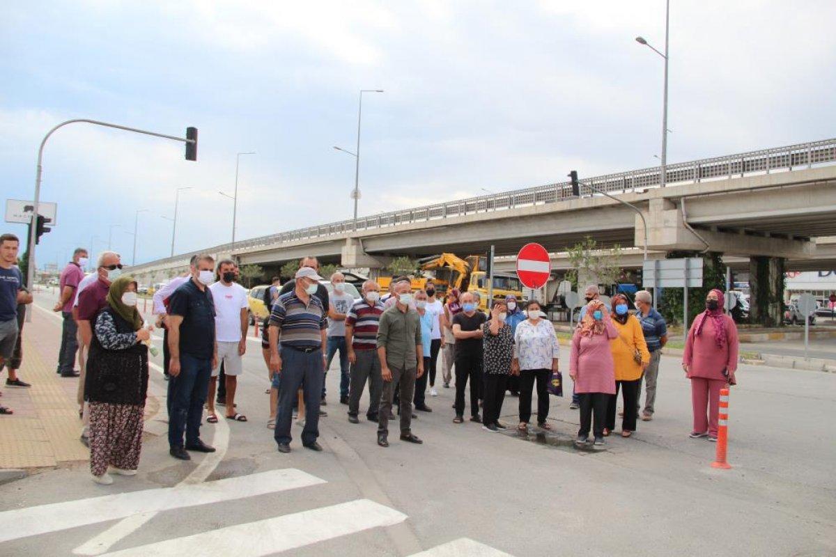 Antalyalılar yolun tek yöne düşürülmesine tepki gösterdi #1