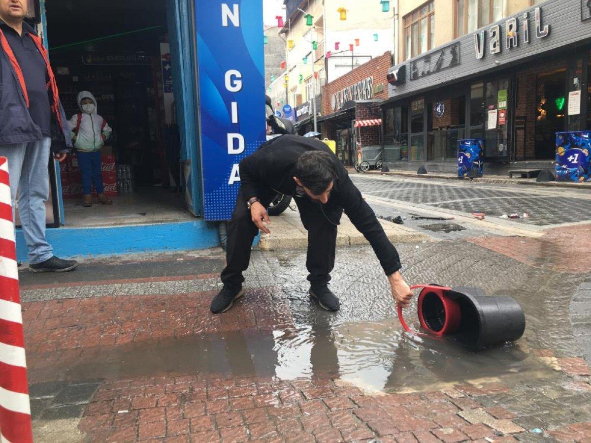 Eskişehir de sağanak yağmur esnafı mağdur etti #2