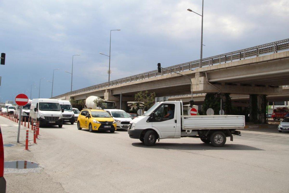 Antalyalılar yolun tek yöne düşürülmesine tepki gösterdi #2