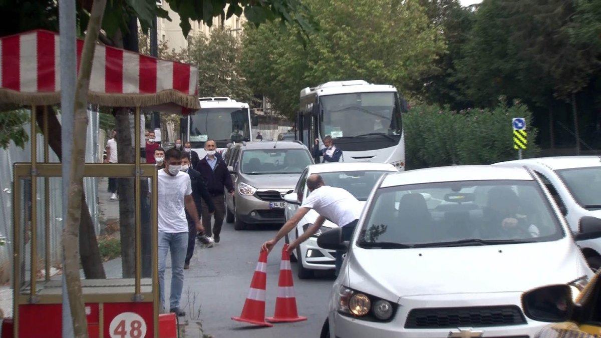 Bahçelievler'de İBB metro inşaatı yanındaki yol çöktü  #1