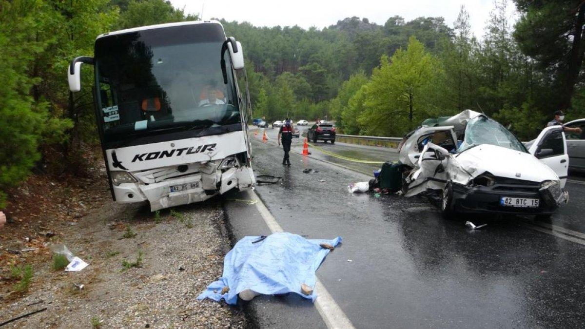 Antalya da seyir halindeki otomobil kaza yaptı: 2 ölü 2 yaralı  #8