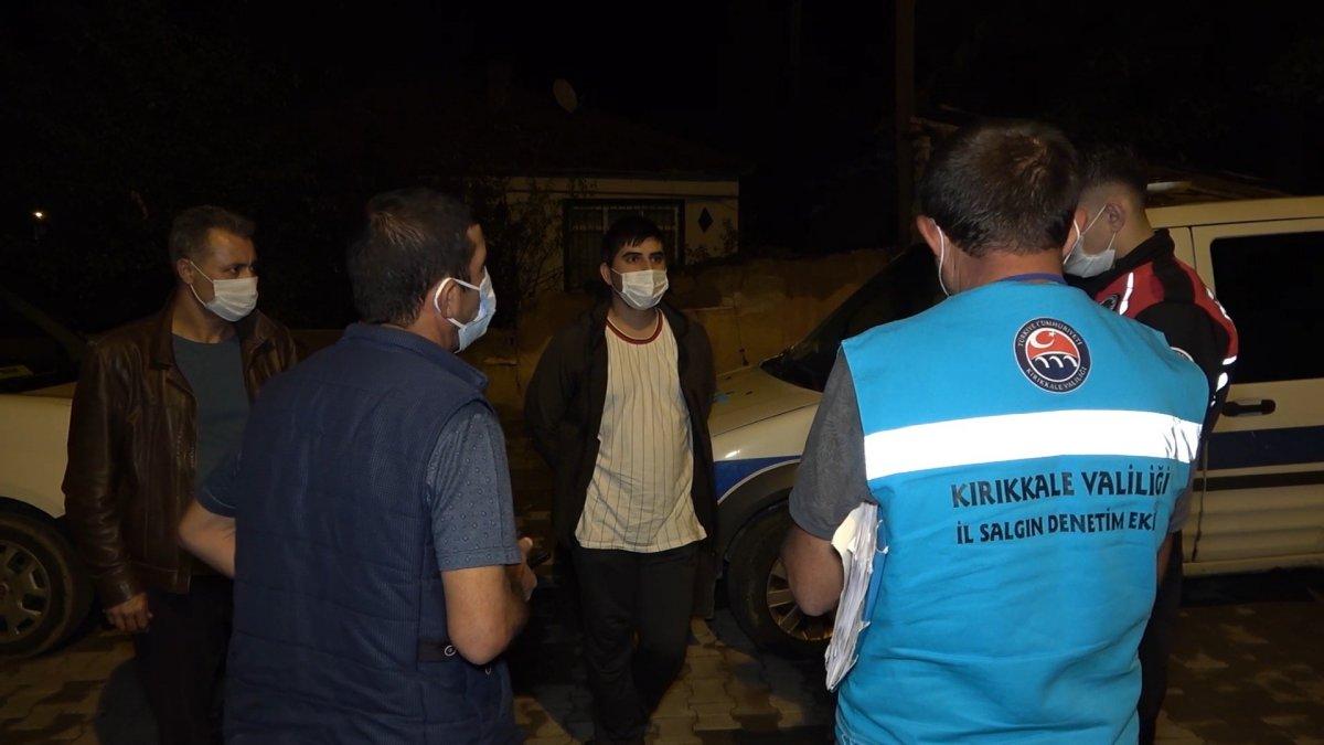 Kırıkkale de koronalı halde sokağa çıkan bir kişi yakalanınca tepki gösterdi #1