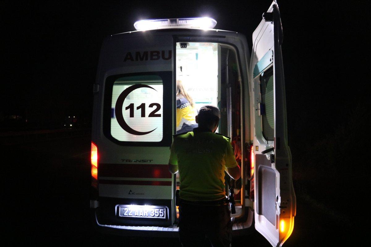 Edirne de tırın yola devrilmesi sonucu 6 kişi yaralandı #3