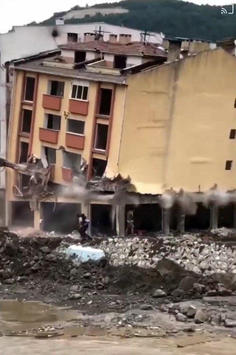 Kastamonu da binaların yıkımı esnasında enkazdan son anda kaçtılar  #2