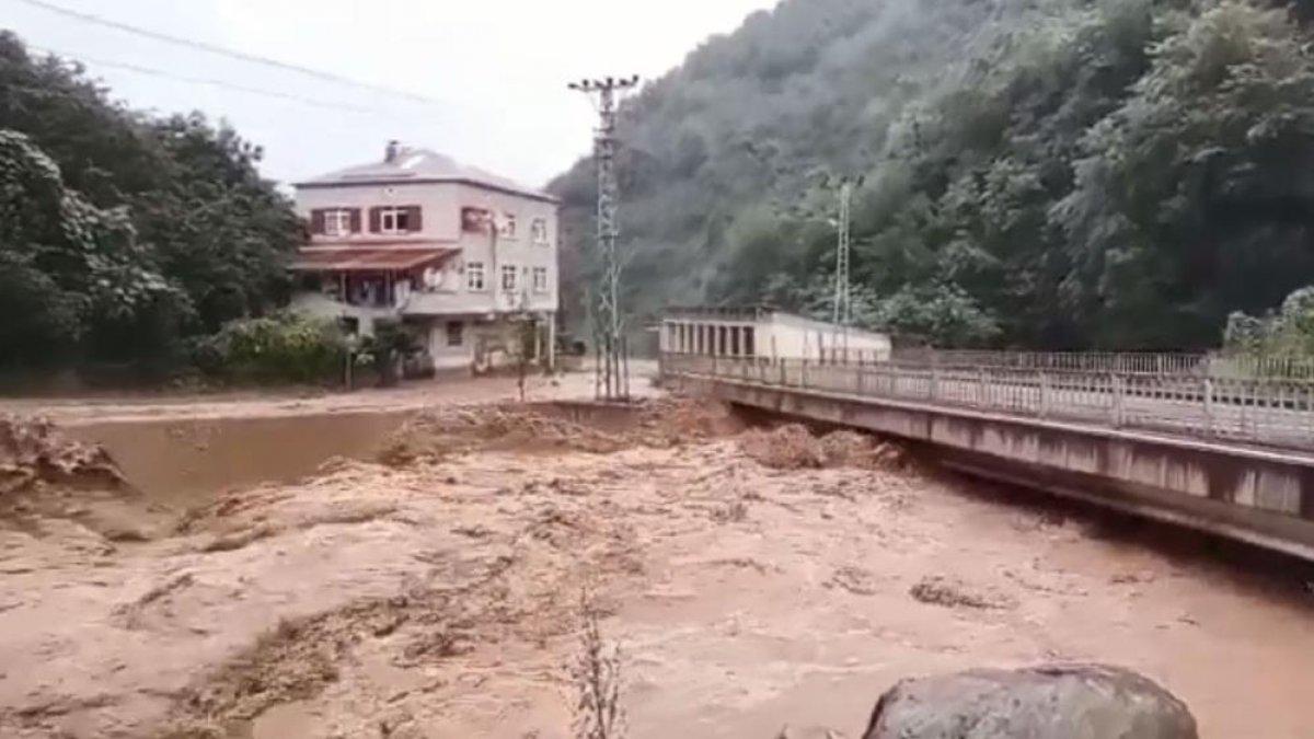 Sağanak yağış, birçok ilde su baskınlarına neden oldu #3