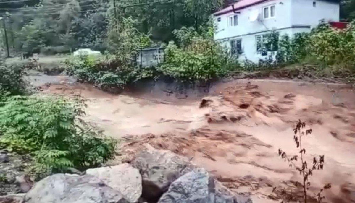 Sağanak yağış, birçok ilde su baskınlarına neden oldu #1
