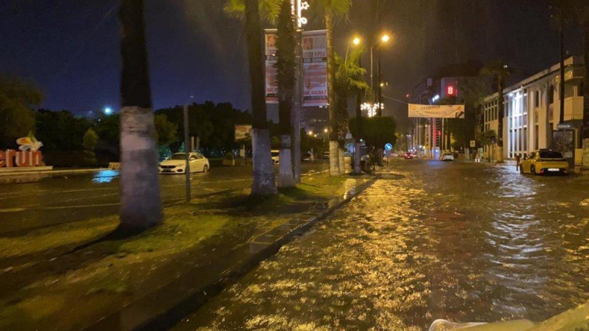 Sağanak yağış, birçok ilde su baskınlarına neden oldu #12