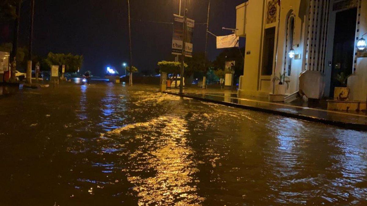Sağanak yağış, birçok ilde su baskınlarına neden oldu #13