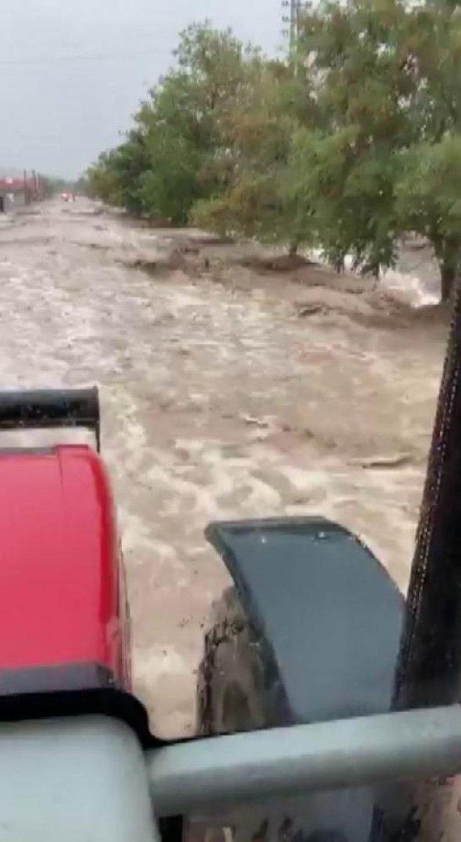 Sağanak yağış, birçok ilde su baskınlarına neden oldu #11