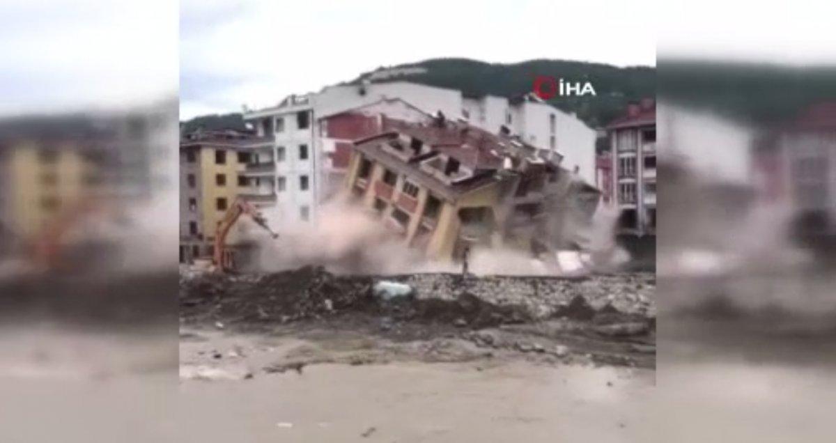 Kastamonu da binaların yıkımı esnasında enkazdan son anda kaçtılar  #1