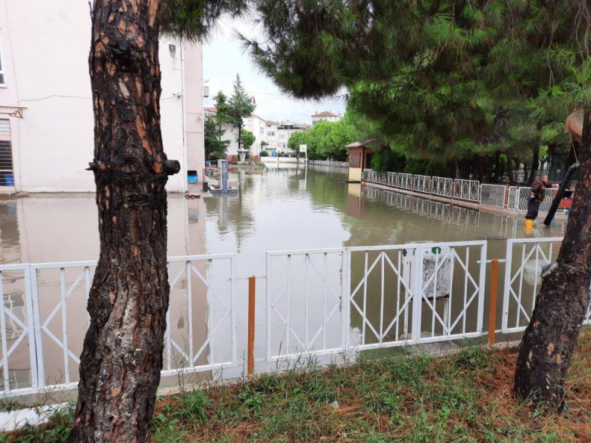 Sağanak yağış, birçok ilde su baskınlarına neden oldu #7