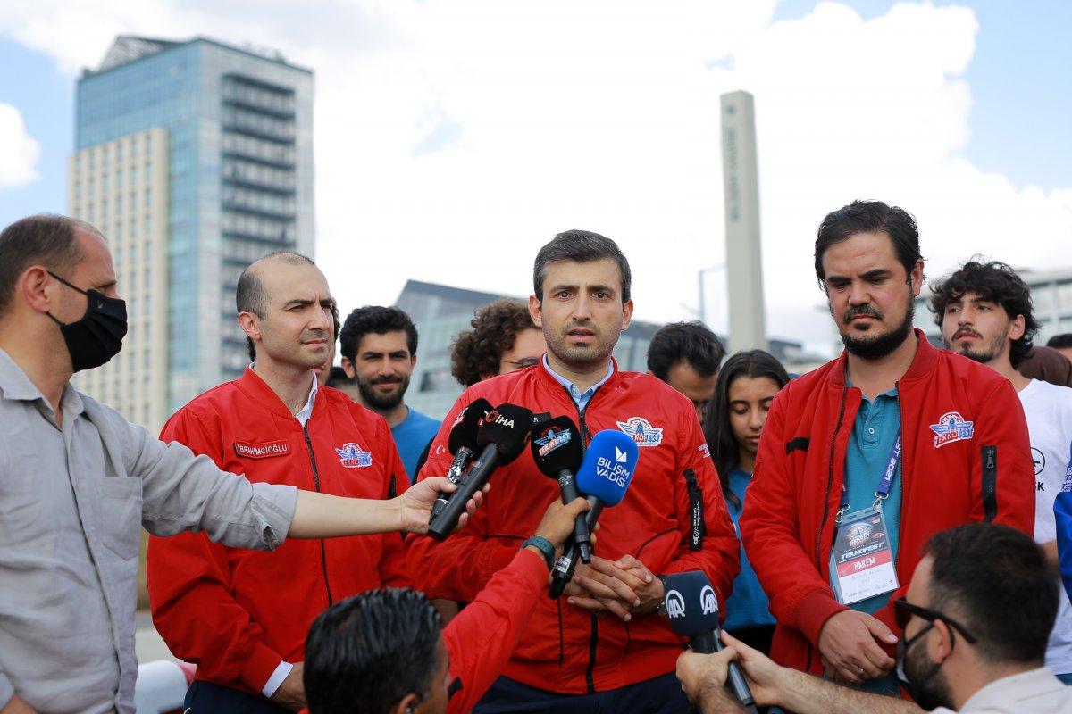 Selçuk Bayraktar, yarışmacı gençlerin çağrısına yanıt verdi #3