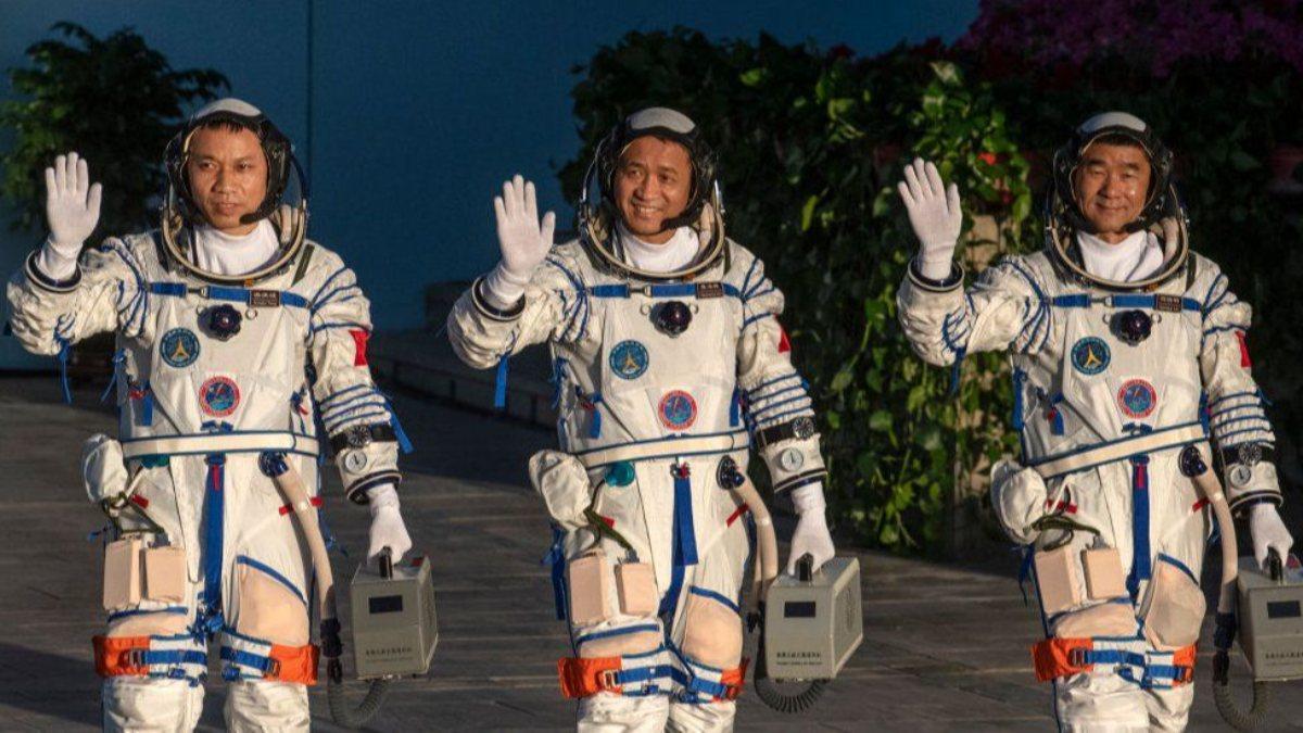 Çinli astronotlar Dünyaya geri döndü