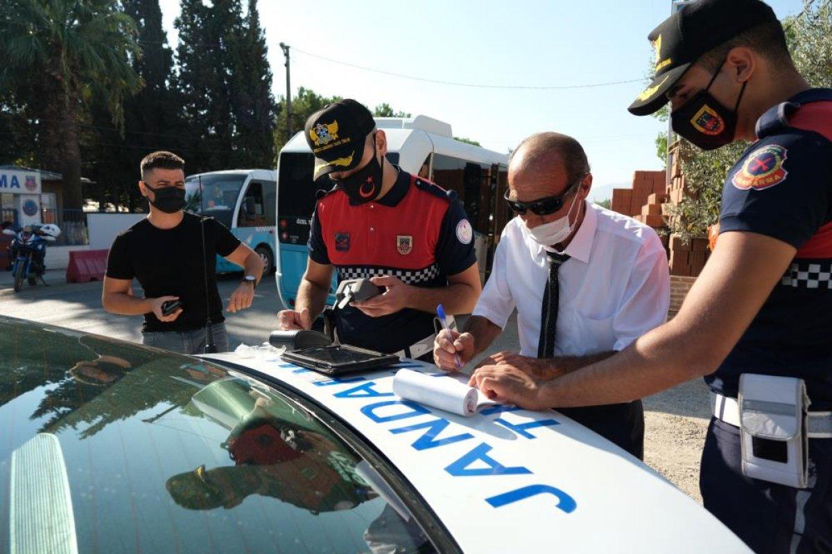 Manisa da jandarma ekipleri dolmuşlara yönelik denetim gerçekleştirdi #2