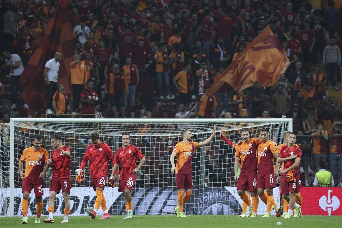 Galatasaray, yeni transferlerin maaşlarını çıkarttı #2